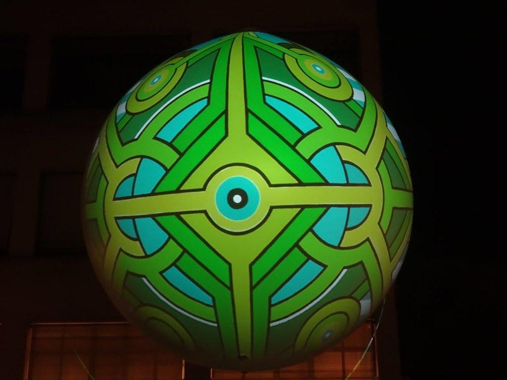 Mandala sphérique interactif