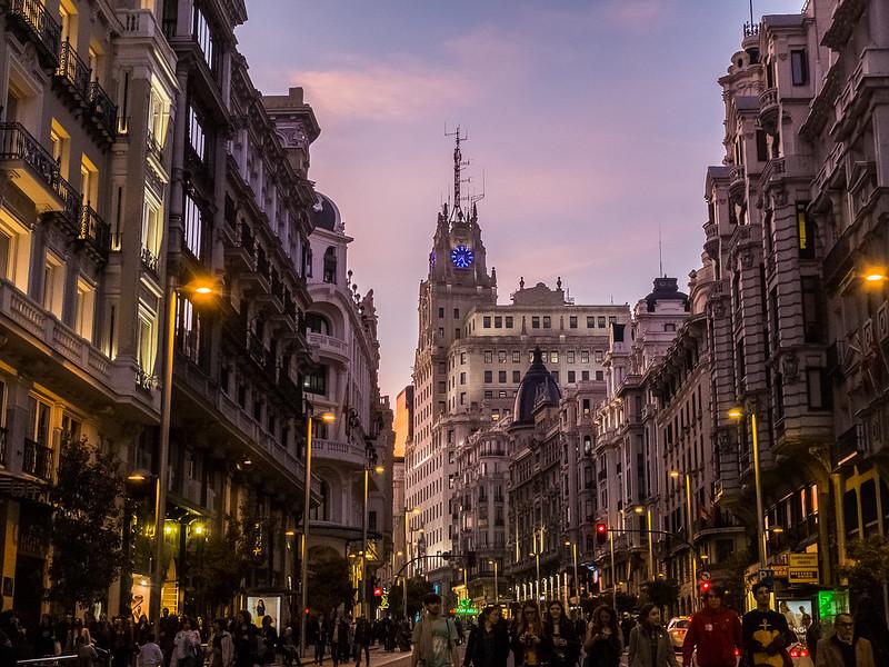 Colores de fin de invierno, Madrid, Gran vía