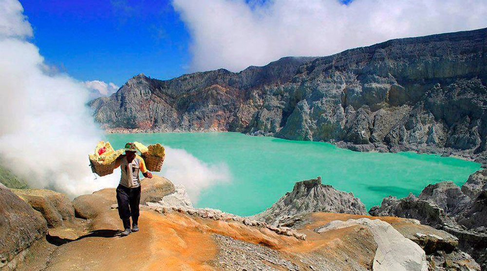 16-Ijen-Crater