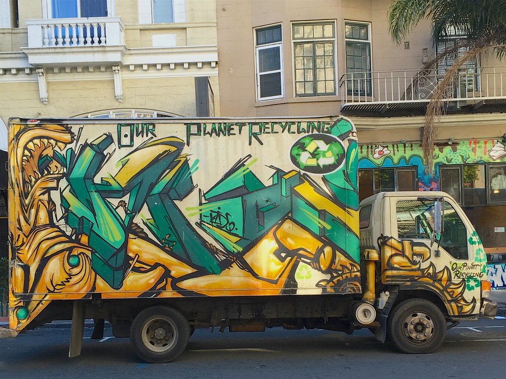 Recycling truck   by Ed Yourdon Recycling truck   by Ed Yourdon