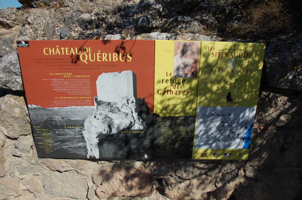 Cartel informativo que puedes encontrar en los castillos cátaros