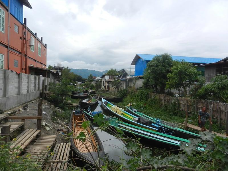 Нуанг Шве по улицам города