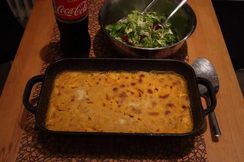 Mac 'n Cheese mit buntem Salat