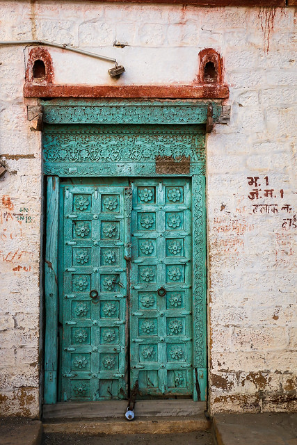 Lovely door in Jaisalmer, India ジャイサルメール 味わいのあるステキなドア
