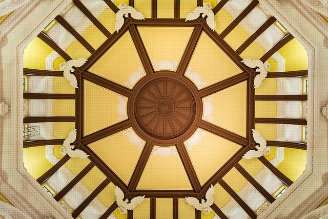 東京駅丸の内口の天井