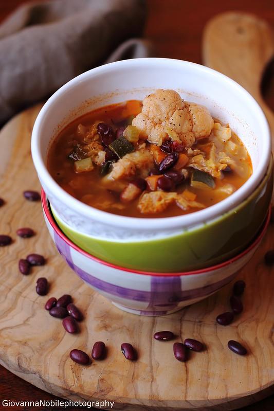 Ricetta della minestra di cavolfiore, verza, fagioli rossoni, zucchine, carote, sedano e scalogni piacentini
