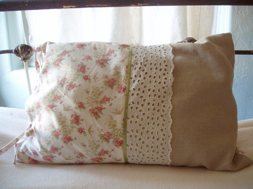 pillow | by heylucy