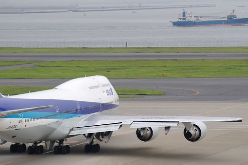 ANA jumbo is taxing to runway | by woinary