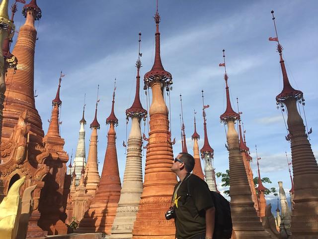 Sele en las estupas de Indein (Lago Inle, Myanmar)
