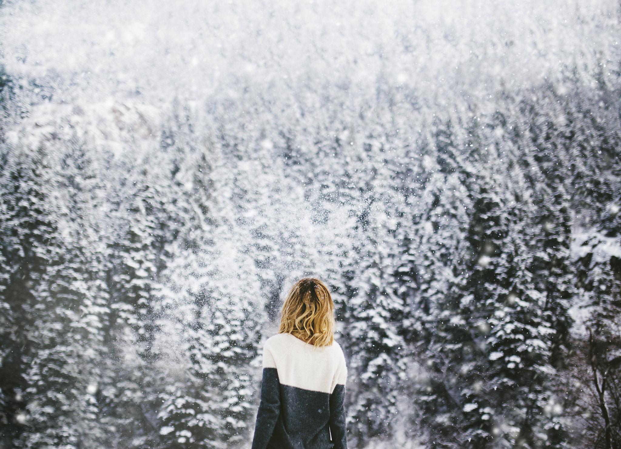 девушка снег пальто бесплатно