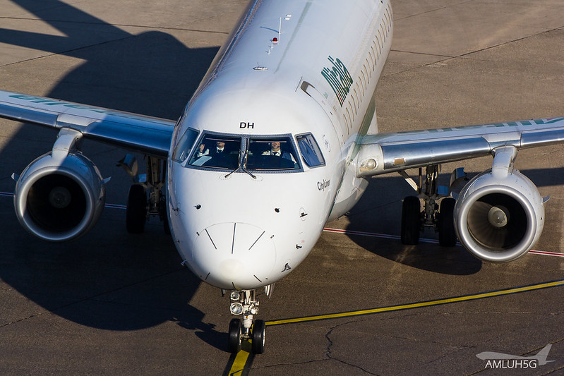 Alitalia - E175 - EI-RDH (2)