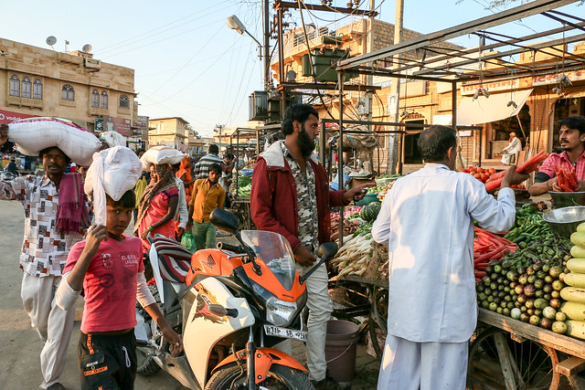 Busy bazaar in the afternoon, Jaisalmer, India ジャイサルメール 夕方の賑わうバザール