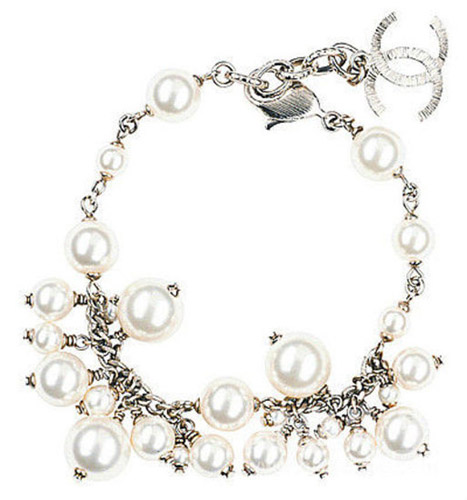 CHANEL Pearl's love goes without saying, elegant and lively.