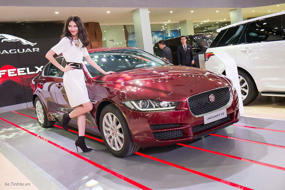 jaguar xe prestige màu đỏ 2018