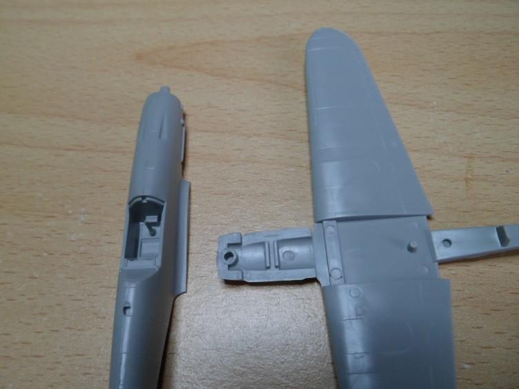Ouvre-boîte Messerschmitt Bf 109 G-2 Trop [Hobby boss 1/72] 32570559672_45cc6bb6b6_b