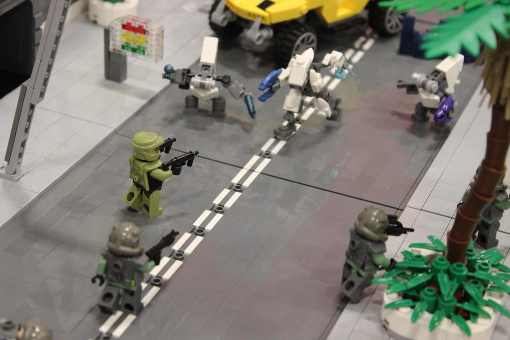 LEGO Halo 2 Arbiter vs Tartarus Diorama - Saber-Scorpion's Lair ...