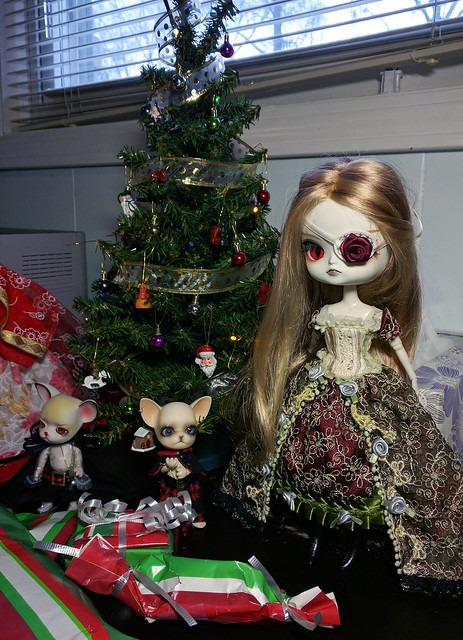 Owari's Gifts from CornflowerBlue and Twiggy 31716926320_604eb4751f_z