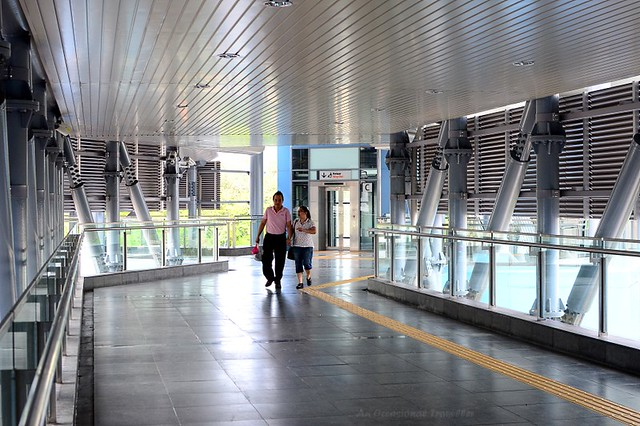 Walkway to e-Curve & The Curve, Mutiara Damansara station
