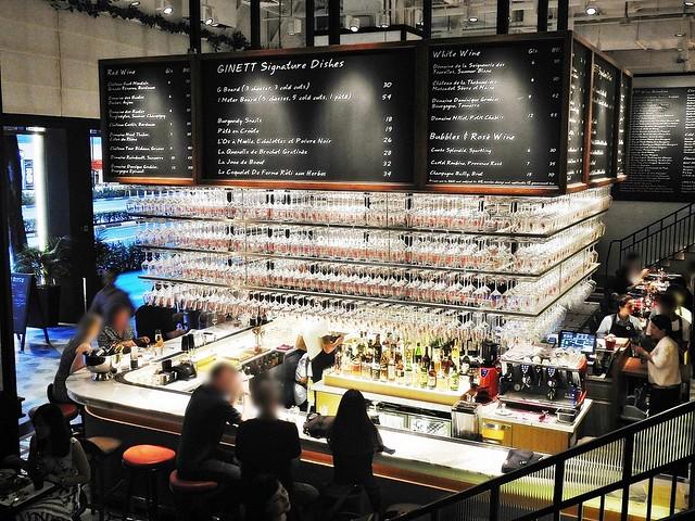 Ginett Restaurant & Wine Bar Counter