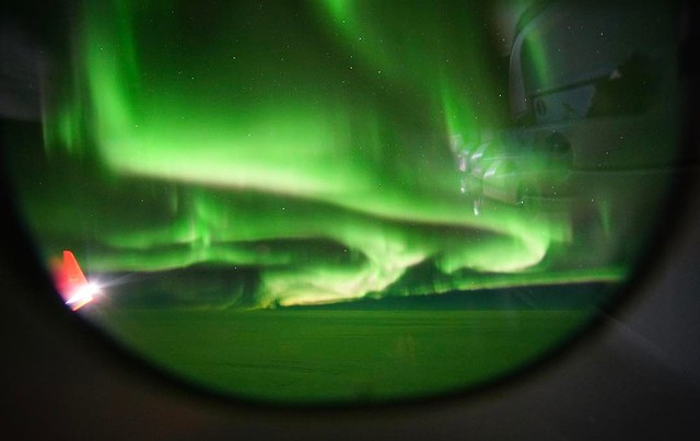 The northern lights from 32,000 feet!  ✈️ 💫 #nofiler #flatearth