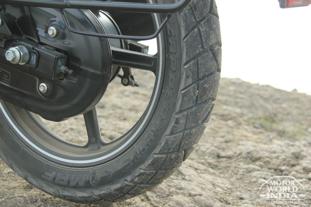 Bajaj-V12-Tyre (3)