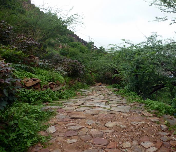 ब्रज के बाहर इन पहाड़ों पर भी बजी कृष्ण की बंसी, किया था द्वारिका कूच