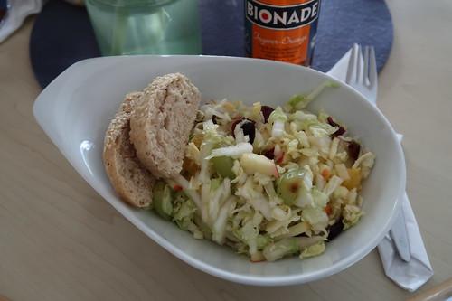 Fruchtiger Chinakohlsalat (im Bistro der Katholischen Familien-Bildungsstätte Osnabrück)