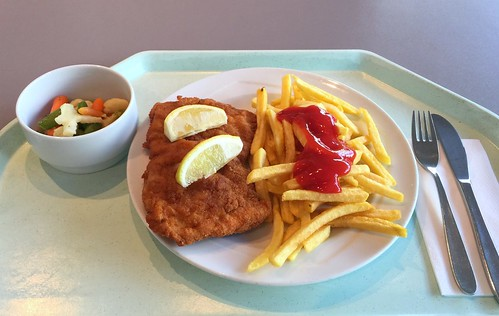 "Pork escalope ""vienna style"" with lemon slice & french fries / Schweineschnitzel ""Wiener Art"" mit Zitronenecke & Pommes Frites"