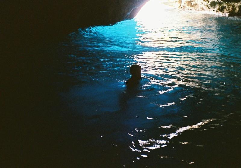 Fare il bagno in una grotta è......