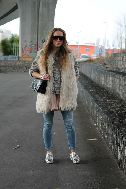 fake-fur-vest-whole-outfit-wiebkembg