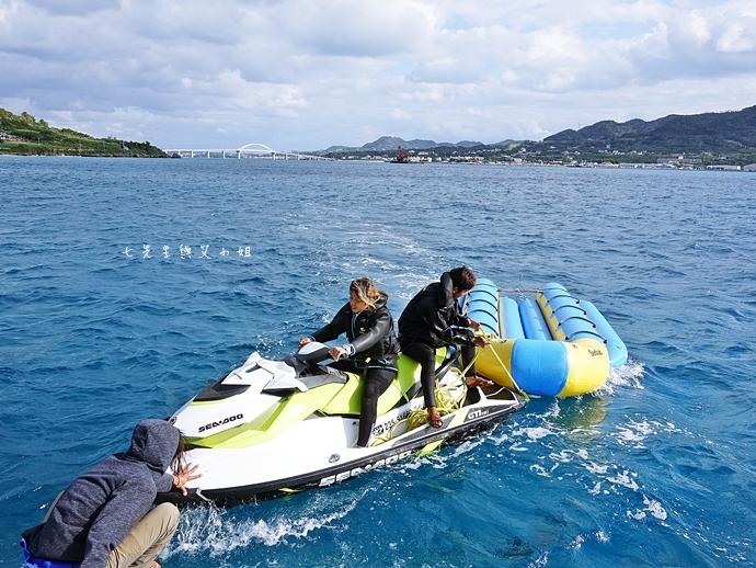 9 沖繩自由行 水上活動 香蕉船 Marine Support TIDE 殘波 藍洞海洋觀光 藍洞浮潛&珊瑚礁 餵食熱帶魚浮潛