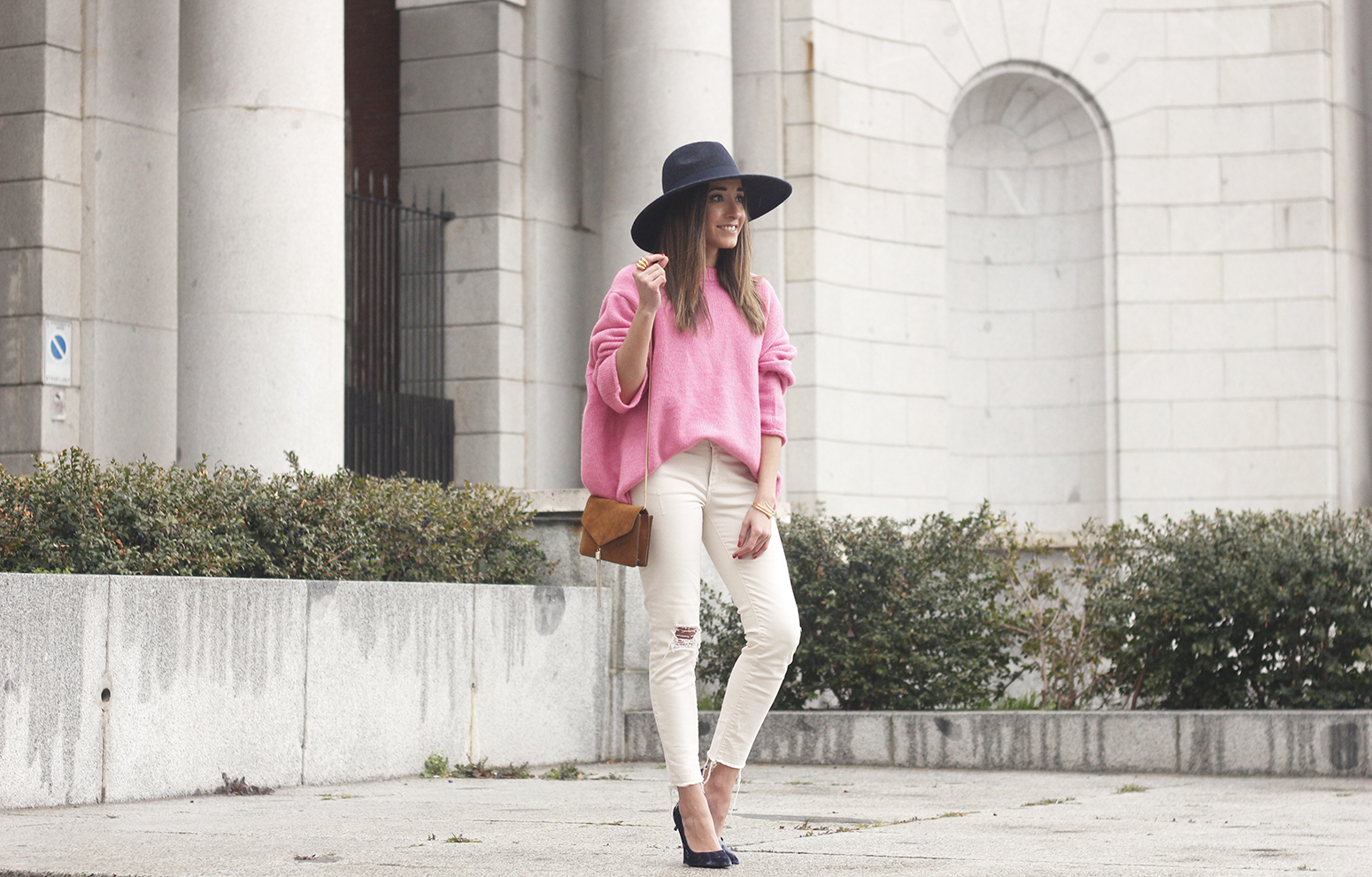 Pink Sweater white ripped jeans blue velvet heels hat uterqüe accessories style fashion outfit05
