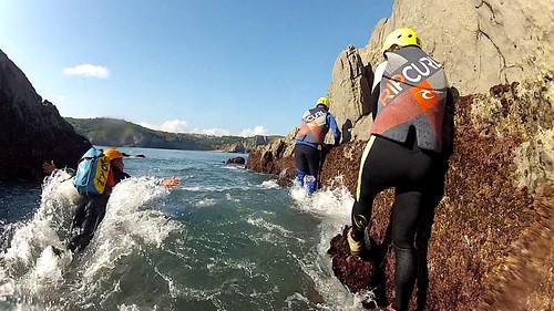 Coasteering en Gorliz, costa vasca de Vizcaya