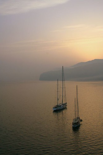 sunrise: sailboats in Sorrento's bay | by Amelia PS