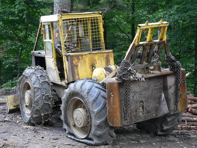 Tractor Broke Down : Little yellow tractor broken down dzwjedziak flickr