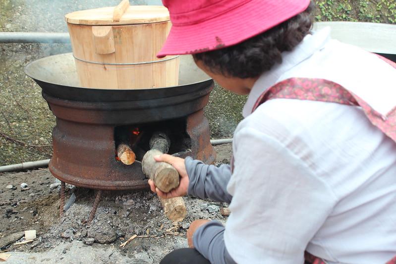 柴燒飯。攝影:廖靜蕙