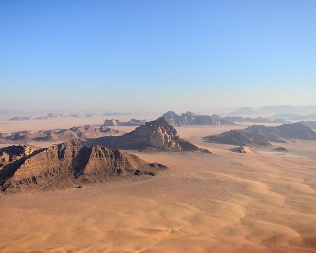 Desierto de Wadi Rum desde un globo