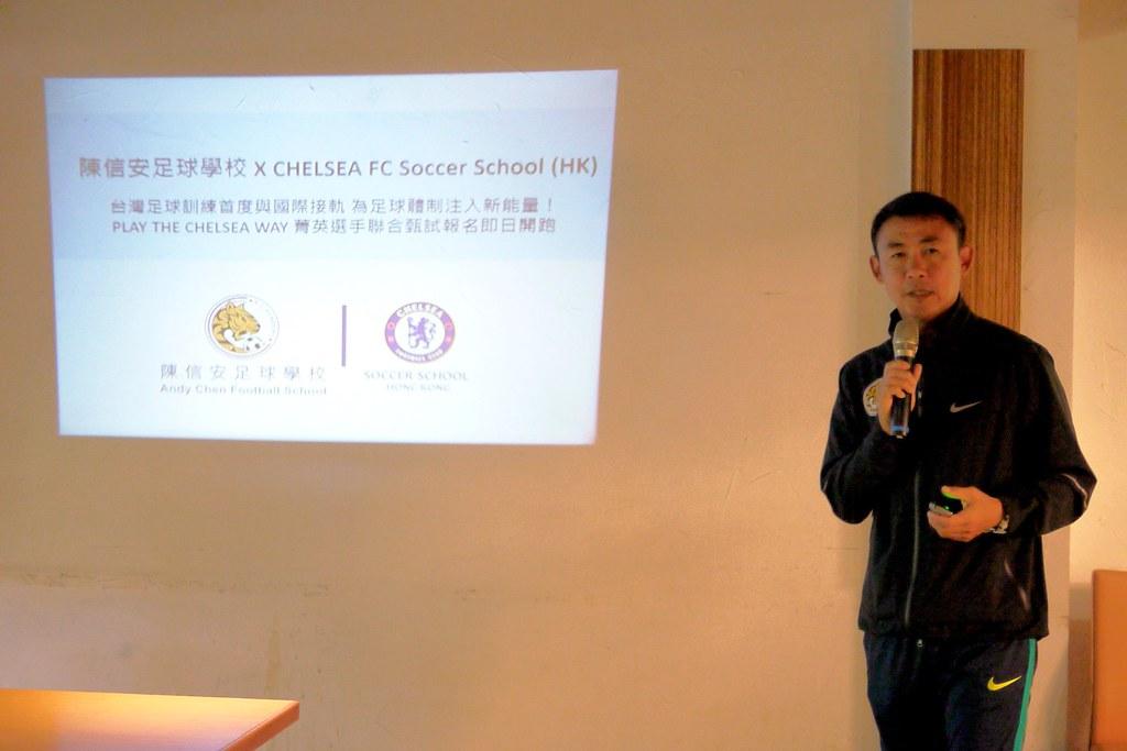 陳信安推動足球學校訓練營。(倪芝蓉/攝)
