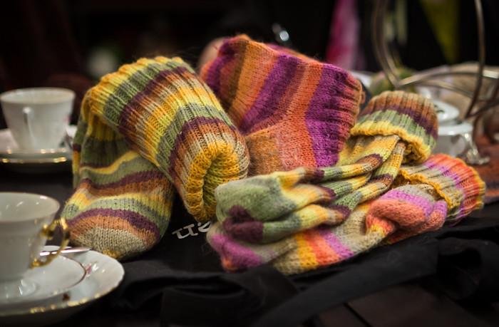 raidalliset neulesukat neulotut sukat