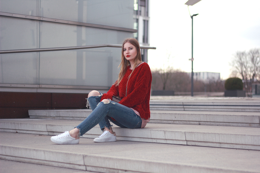 Outfit roter Pullover Valentinstag Look rote Lippen blond 7 girls 7 styles blogparade