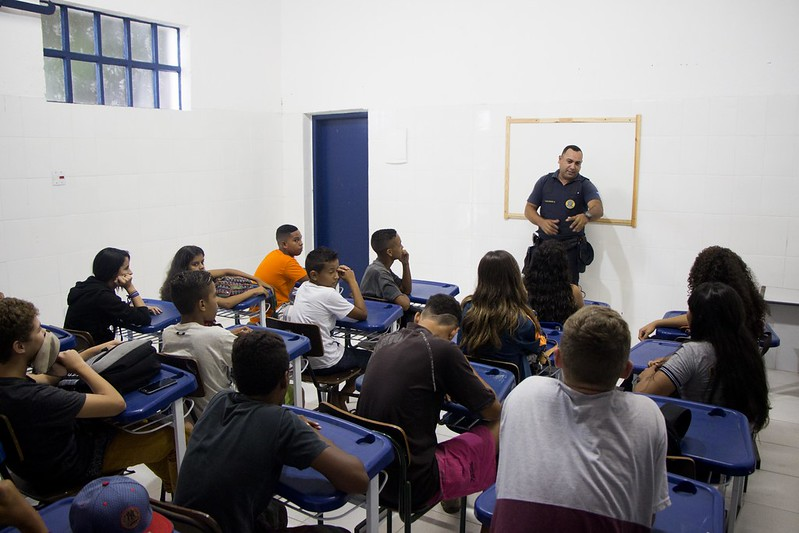 No projeto Preparando o Futuro, profissionais capacitam alunos para o mercado de trabalho