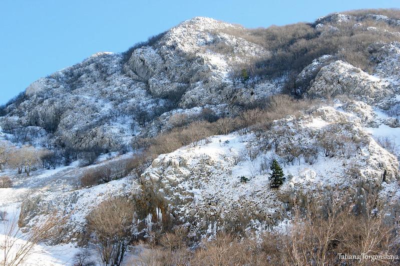 Горные склоны под снегом