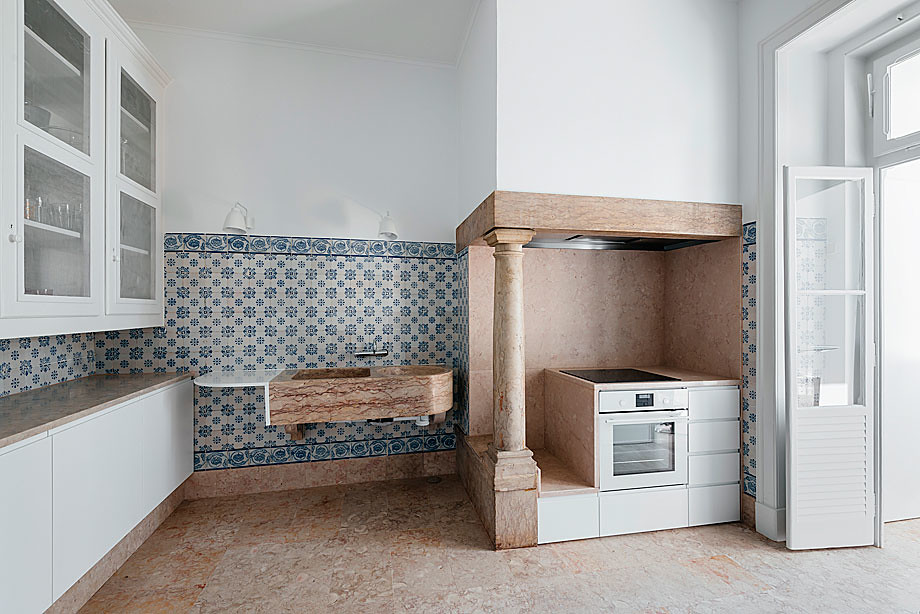 Classic apartment interior in the Lisbon Sundeno_26