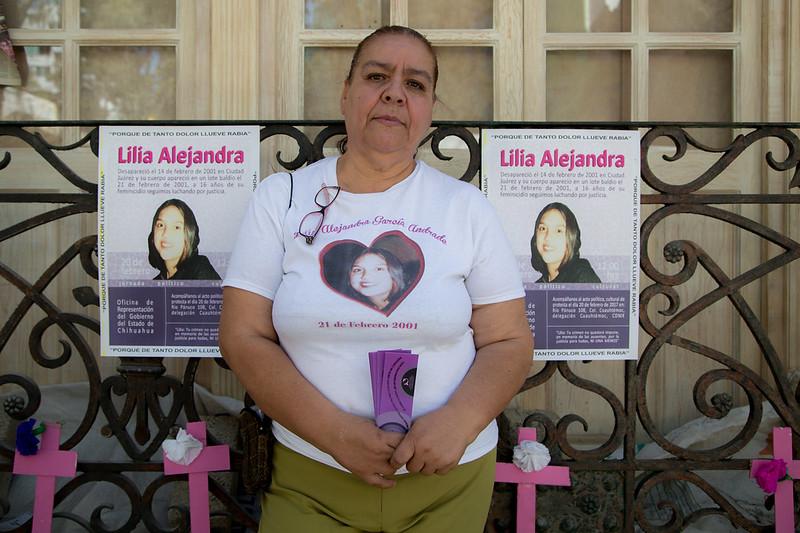 A 16 años del feminicidio de Lilia Alejandra García Andrade, Norma Andrade, madre de Lilia, y sociedad civil realizaron un acto político cultural para exigir justicia al gobierno de Chihuahua
