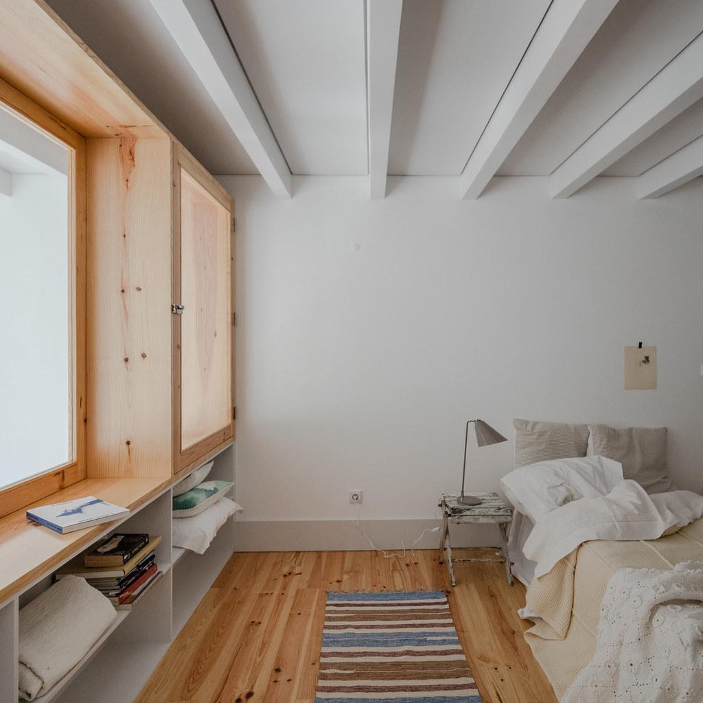 Duplex flat design in Porto by Portuguese architectural studio PF Arch Sundeno_11
