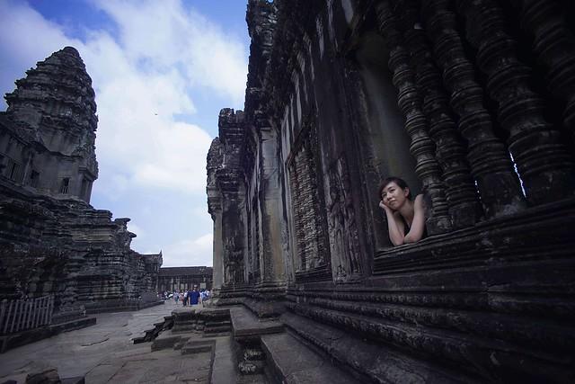 Vivitar Wide-Angle 17mm f/3.5  柬埔寨(吳哥窟)……………………古蹟與少女