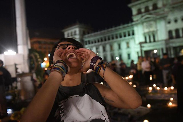 Manifiestan frente a Catedral Metropolitana