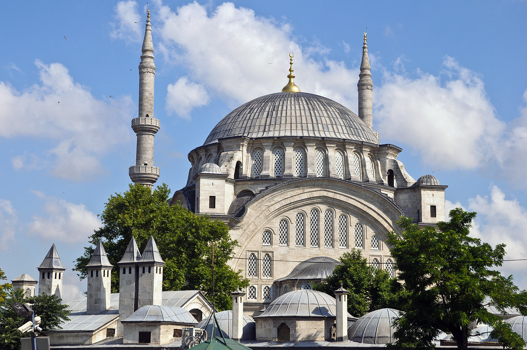 Nuruosmaniye Mosque  Another grand Mosque. THis one is ...