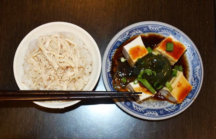 雞肉飯與皮蛋豆腐