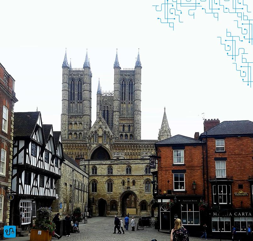Vista da Catedral maravilhosa que fica em frente ao castelo (ainda não visitei por dentro por motivos de estar esperando um evento na cidade para poder entrar de graça)